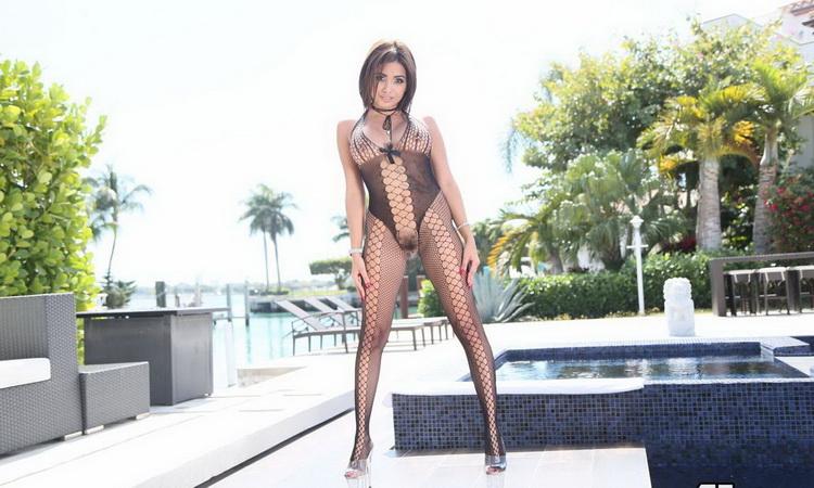 Aaliyah Hadid ~ Making A Splash ~ Exotic4K ~ HD 720p