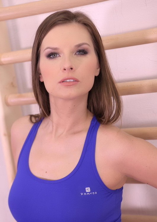 Jenifer Jane ~ Foot Play Fitness ~ HotLegsAndFeet/DDFNetwork ~ FullHD 1080p