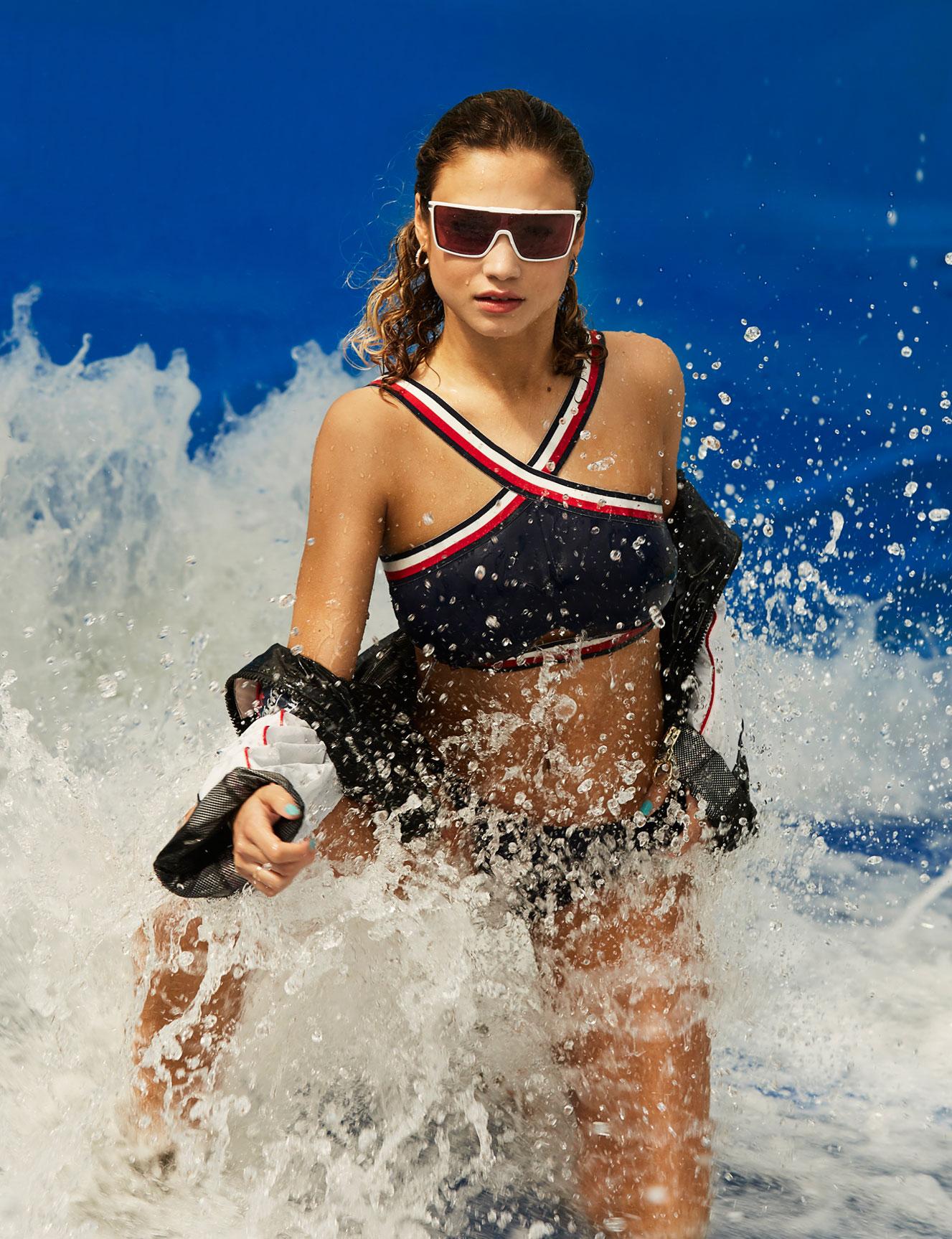 Роуз Бертрам в купальниках Tommy Hilfiger / фото 03
