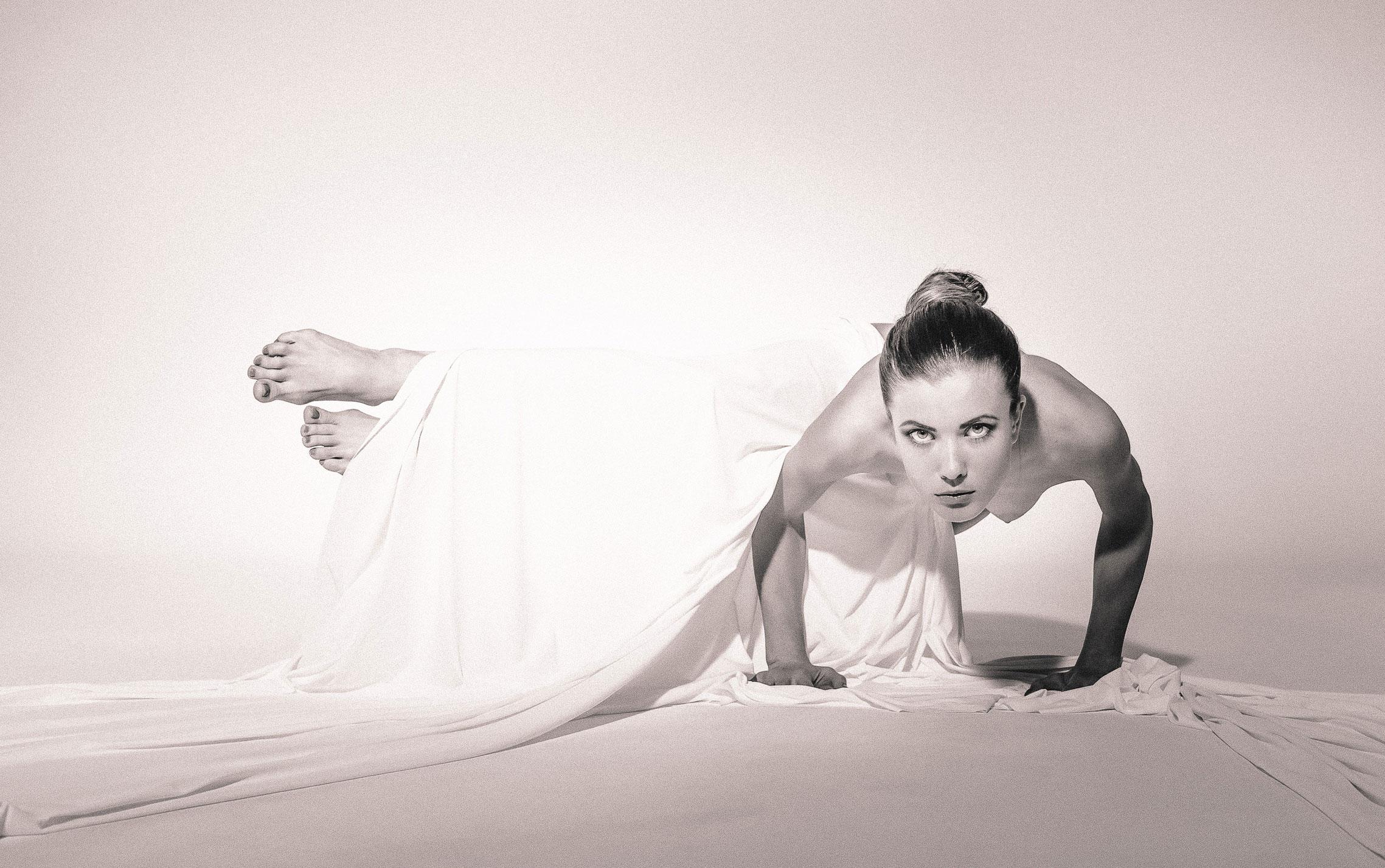 голая йога Кати Дубровской / фото 03