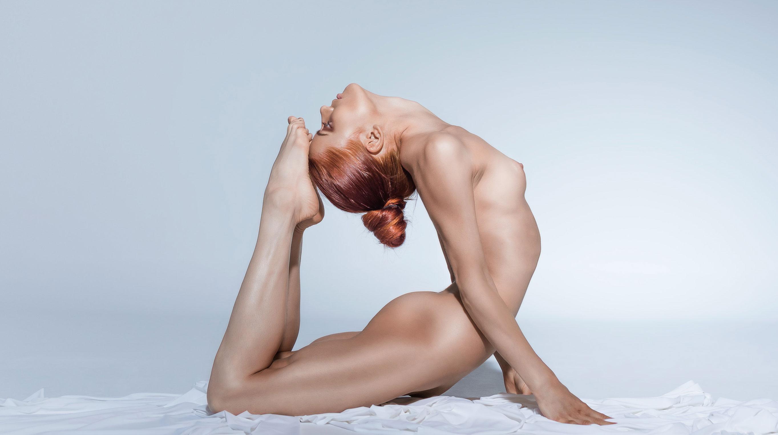 голая йога Кати Дубровской / фото 05