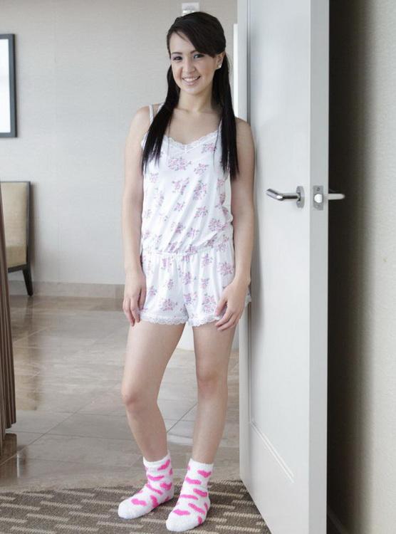 Stephanie Carter ~ Tiny Bubbles ~ Tiny4K ~ FullHD 1080p