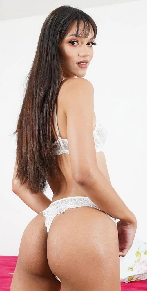 Gabrielly Ferraz ~ Slender Latina TS Gabrielly Ferraz Loves Solo Play ~ HoneyTrans.com ~ FullHD 1080p