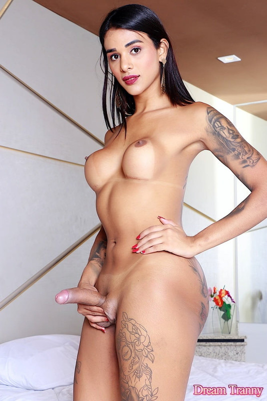 Borntrans.com: Best threesome with Antonio and the prettiest shemales Starring: Julia Alves