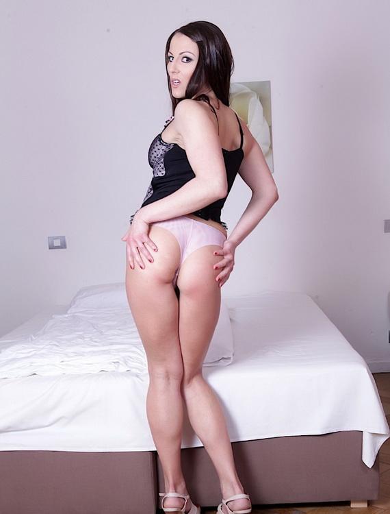 Valentina Ross ~ Wife Gets an Assful, Hubby Gets an Eyeful ~ DoTheWife ~ FullHD 1080p
