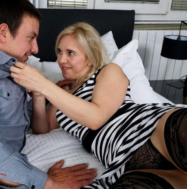 Mature.nl Mature.eu: Naughty housewife fucking and sucking Starring: Alma (40)