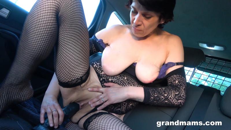 Mona B ~ Mona fisting in her car ~ GrandMams.com/passionxxx.com ~ FullHD 1080p