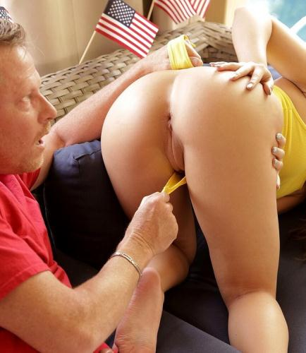 Rosalyn Sphinx, Whitney Wright - Fourth Of July Family Fuck (FullHD)