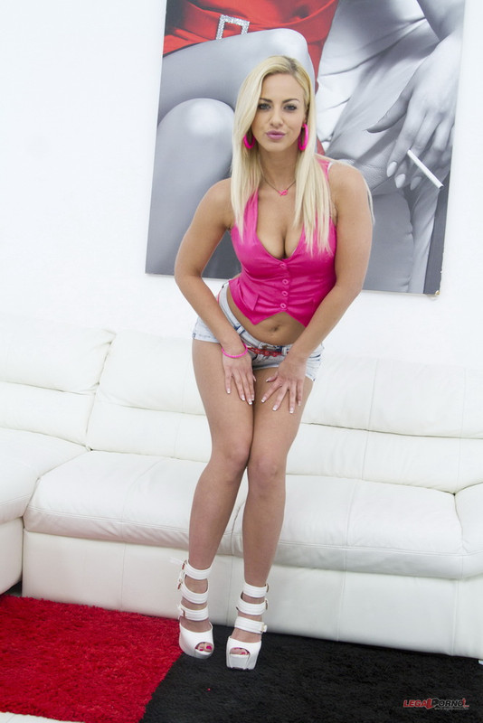 Nicole Heavenly - Nicole Heavenly first time 3on1 Airtight DP SZ1266 (2021 LegalPorno.com) [HD   720p  1.62 Gb]