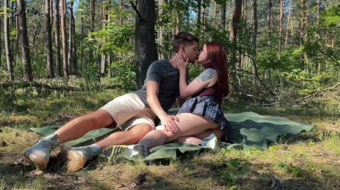 Leo Kleo - Public amateur couple sex on a picnic in the park (2021 Onlyfans.com) [FullHD   1080p  1.01 Gb]