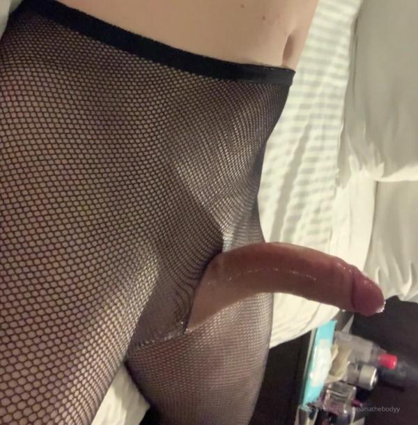 He was sucking my dick so - Tatianathebody (@mistressthot) [Onlyfans] (UltraHD/2K 1920p)
