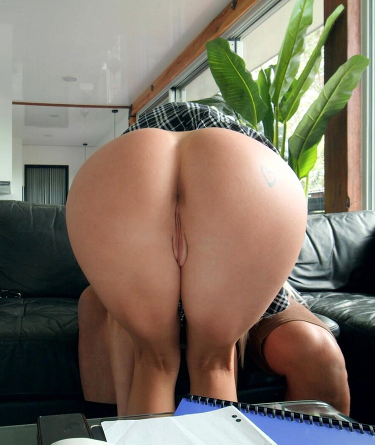 Scarlet Chase ~ Get the (Anal) Fuck Out of the Friendzone ~ IKnowThatGirl/Mofos ~ FullHD 1080p