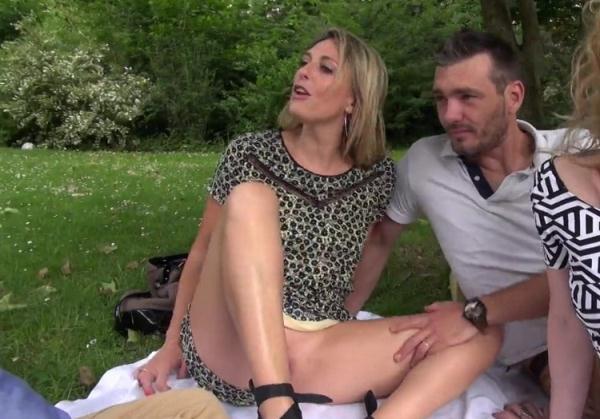 JacquieEtMichelTV/Indecentes-Voisines: Gabrielle, Emma - Gabrielle se livre a Emma (HD) - 2021