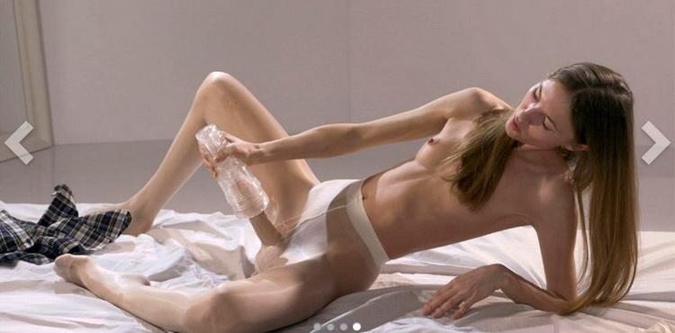 Mia Reese - College Girl Mia Reese Masturbates Her Cock [StraplessDildo / FullHD 1080p]