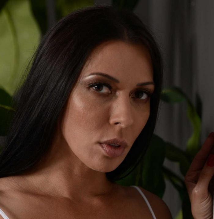 Rachel Starr - A Five Starr Massage (HD 720p) - DirtyMasseur/Brazzers - [2021]