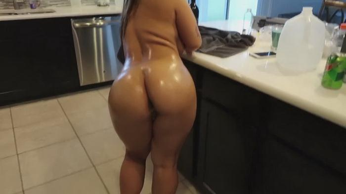 Crystina Rossi - Oiled up, Fucked and Creampied (HD 720p) - ManyVids - [2021]