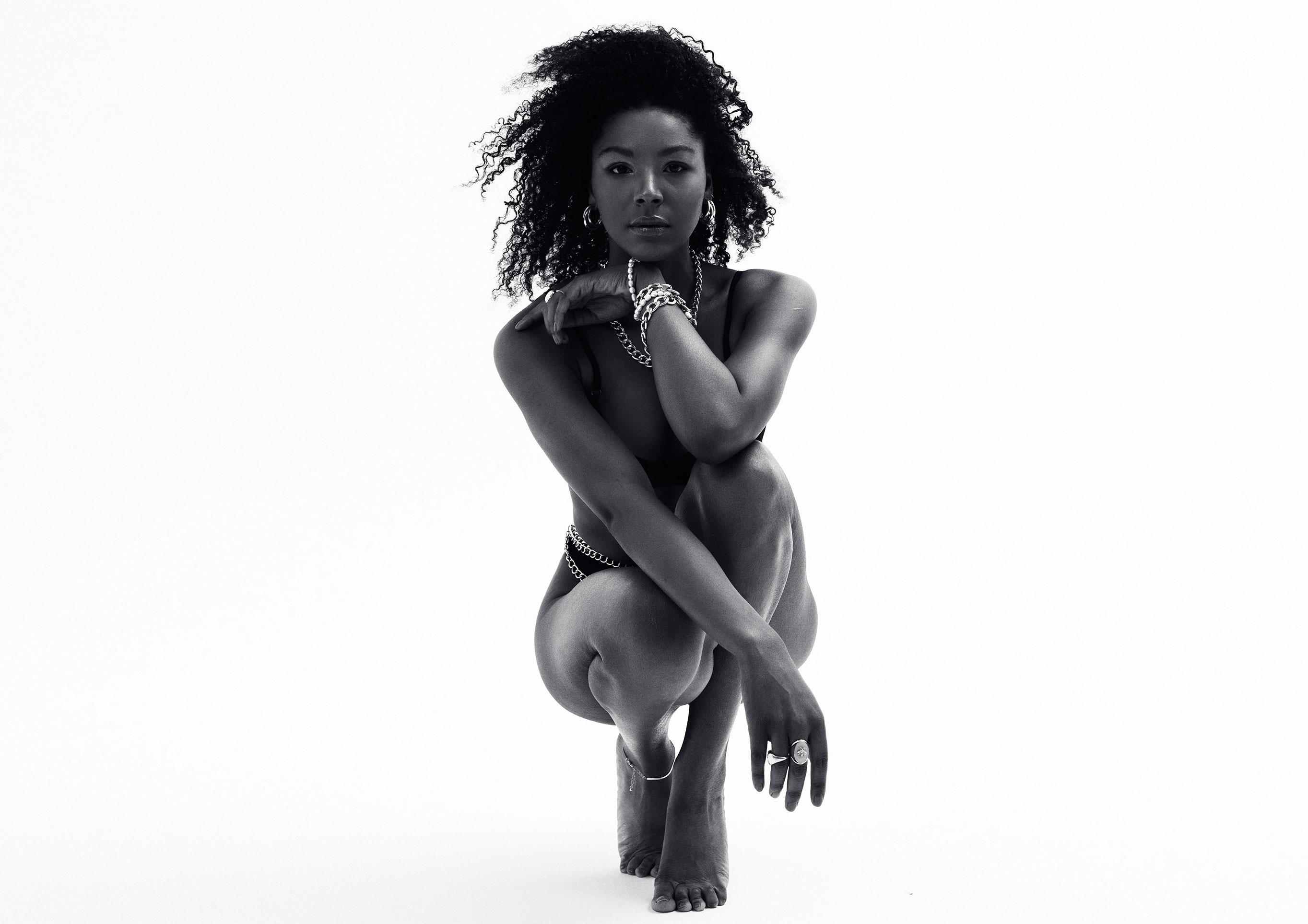 Мариам Саного в рекламной кампании нижнего белья Arshya / фото 01