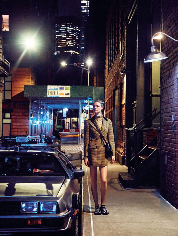 Уиллоу Хэнд гуляет в будущее / фото 01