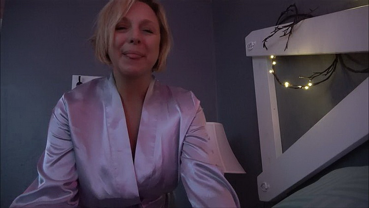 Clips4Sale - Brianna Beach - Mother, Son Get Ready for Bed [FullHD 1080p]
