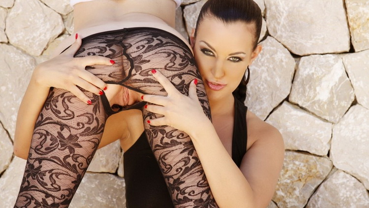 Silviasaint: Tara White, Carmen Croft - Tara And Carmen Oiled With Double Dildo [HD|720p|837 MB]