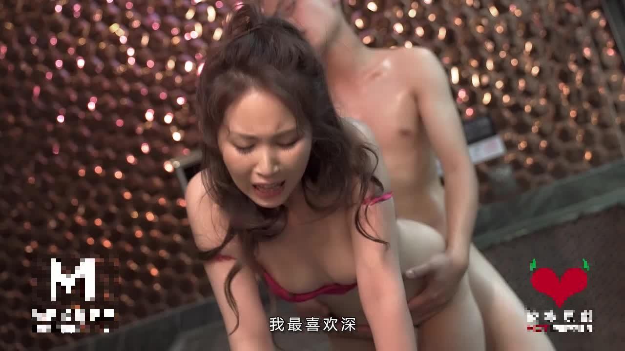 【9部國產】個人雲盤被盜洩密大學生情侶不雅視圖流出